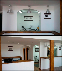 Se muestran en las dos fotografías del interior de la tienda de Meta Bike Cafe, 3 murales en primer plano con las palabras 'HIRE', 'CAFE' y 'WORKSHOP' al fondo. Cada mural tiene 2 franjas horizontales arriba y abajo en color acero corten.