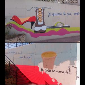 Aparece arriba, un mural donde aparece un tacón, una bota y una chancla. Abajo unas escaleras que conducen a una nube de donde sale la torre de El Campello.